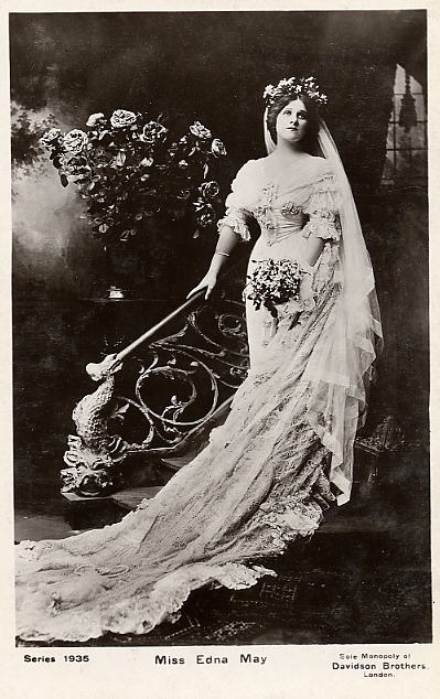 Vintage Ladies Cabinet Cards (188)