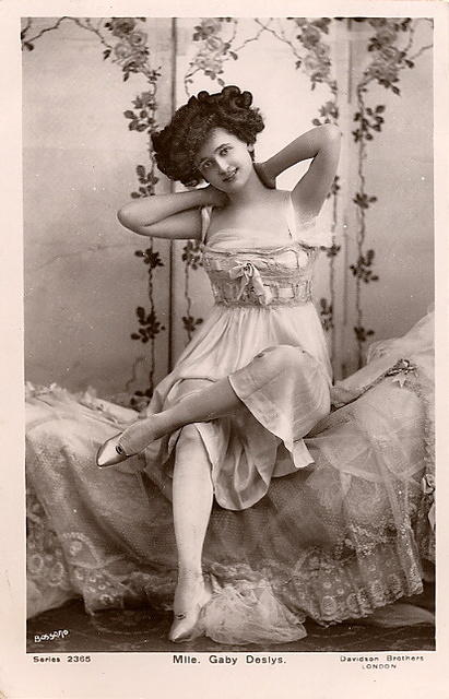 Vintage Ladies Cabinet Cards (6)